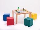 Spieltisch für LEGO und DUPLO mit 4 Schaumstoffwürfel, mit Steinen